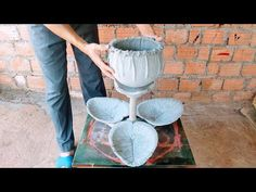 DIY – How to make a double-layer flower pot made of cloth and cement – Ideas for cement crafts - Modern Cement Art, Concrete Crafts, Concrete Art, Polished Concrete, Garden Crafts, Diy Crafts, Cement Leaves, Cement Flower Pots, Clay Wall Art