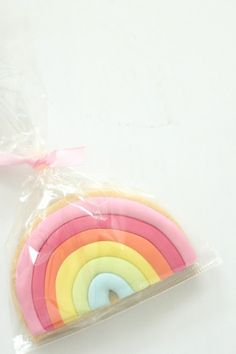 Rainbow cookies by hello naomi Galletas Cookies, Iced Cookies, Cut Out Cookies, Cute Cookies, Cupcake Cookies, Sugar Cookies, Cupcakes, Rainbow Food, Rainbow Cookie