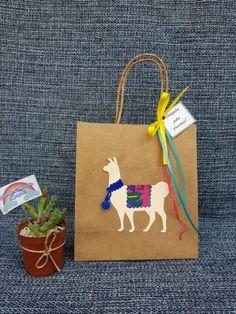 Alpacas, Llama Peruana, Birthday Decorations, Birthday Party Themes, Christmas Gift Wrapping, Christmas Crafts, Magic Party, Llama Birthday, Cute Llama