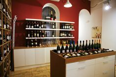 The aim of this wine tasting is to immerse you in a genuine wine experience, right in the centre of Barcelona.