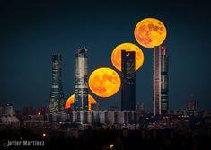 500px || Flickr || Prints Ayer intenté no mover el trípode , la cámara, ni reencuadrar o cambiar la distancia focal pensando en la posibilidad de realizar este apilado. Son cuatro fotos apiladas para mostrar el movimiento de la luna. La imagen de fondo corresponde a la luna mas baja, y el resto de lunas se añaden en photoshop con modo aclarar.... también he recuperado alguna de las luces que se iban encendiendo en los edificios para darle un poco mas gracia al skyline Madrileño. Cabe
