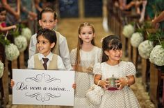 Damas e pajens | Wedding | Plaquinha dos pajens | Criança | Roupa de daminha | Dama de honra | Inesquecível Casamento