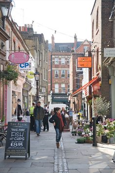 street off Hampstead High St, London <<--- This is Flask Walk! And I had breakfast at Simply Scrumptious Cafe :) England And Scotland, England Uk, London England, Places To Travel, Places To See, Beautiful London, Destinations, London Life, London Street