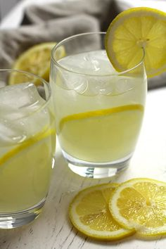 limoncello cocktails Limoncello Moscow Mules are a fun twist on the classic mule. Substitute fresh lemons for limes, and add some limoncello. So refreshing for warm summer nights! Chicken Burrito Bowl, Chicken Burritos, Burrito Bowls, Fun Drinks, Yummy Drinks, Beverages, Mixed Drinks, Alcoholic Drinks, Making Homemade Ice Cream