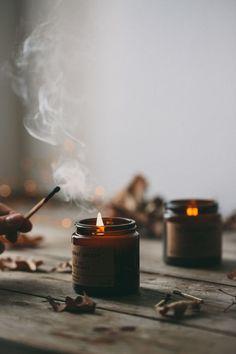 Sur cette photo j'aime : * les bougies en flacons ambrés