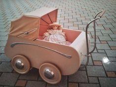 Prams And Pushchairs, Dolls Prams, Miniature Dolls, Vintage Dolls, Doll Toys, Childhood Memories, Baby Strollers, Little Girls, Baby Kids