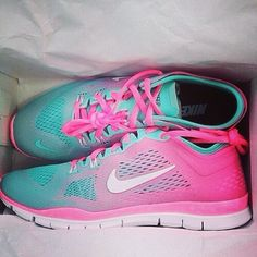 I love me some nikes. ^_^ and the colors ! Beyond cool, now I wanna go shopping...