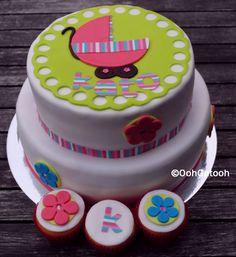 Cupcakes en taart geïnspireerd op het geboortekaartje