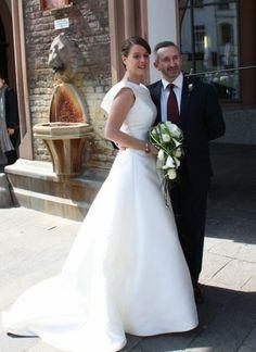 Onna Onna http://www.wunsch-brautkleid.de/Hochzeitskleid-Onna-Elfenbein-groesse-38-Gebraucht-fuer-500euro-1111.html