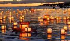 All those times I've been to Honolulu.Def wanna experience this: Lantern Festival, Honolulu, Hawaii Floating Lantern Festival, Floating Lanterns, Floating Lights, Floating In Water, Paper Lanterns, Places To Travel, Places To See, Wish Lanterns, Tangled Lanterns