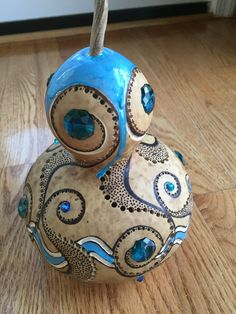 gourd lantern Decorative Gourds, Hand Painted Gourds, Painted Pumpkins, Crafts To Do, Arts And Crafts, Diy Crafts, Gourds Birdhouse, Arte Tribal, Gourd Lamp