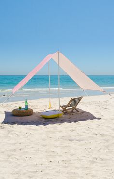 LovinSummer presents an exclusive range of modern Beach Tents in different colors and shades which give you better air flow than pop up tents Beach Shade Tent, Pop Up Beach Tent, Pop Up Tent, Beach Picnic, Instant Tent, Diy Tent, Tent Design, Beach Bars, Beach Crafts