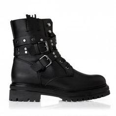 Grumman αρβυλάκι τόκεςαπό γνήσιο δέρμα σε μαύρο χρώμα. Είναι διακοσμημένο με τοκάδες καιμεταλλικά διακοσμητικά στοιχεία. Leather Booties, Black Heels, Fall Winter, Booty, Shoes, Fashion, Leather Boots, Moda, Leather Ankle Boots