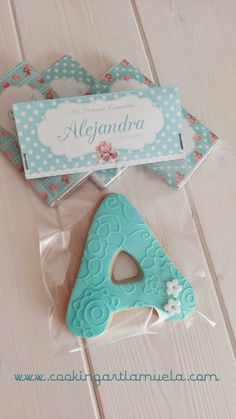 GALLETAS COMUNION SHABBY CHIC | Tartas Fondant Zaragoza - Cooking Art Baby Party, Baby Shower Parties, Baby Boy Shower, Party Gifts, Party Favors, Cookie Packaging, Baby Shawer, Baby Footprints, Fiesta Party