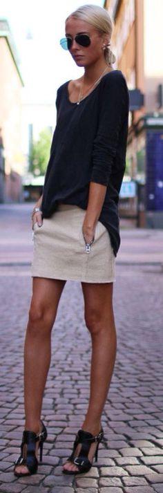Saia + black camiseta + salto para deixar o look mais elegante