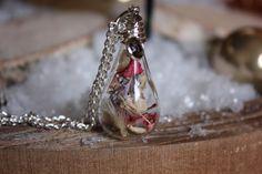Halskette echte Blüten Glassteinchen von Le petit bouton auf DaWanda.com