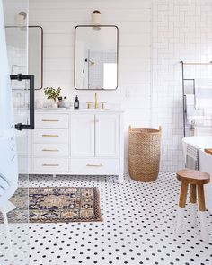 "4,817 Likes, 191 Comments - Audrey Crisp (@audreycrispinteriors) on Instagram: ""Okay, wow! I LOVE Erin's bathroom makeover! Great job @sunnycirclestudio Swipe for more stunning…"""
