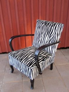 Pattern idea for my old chairs. Sweet Home, Decor, Upholstered Furniture, Furniture, Chair, Old Chairs, Home Decor