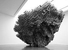 Vincent Mauger, Sans titre, casiers à bouteille en polystyrène, 2010
