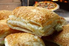 Sprinkling in the mouth and smelling like scattering for the pastry . Pastry Recipes, My Recipes, Cooking Recipes, Bread Recipes, Armenian Recipes, Turkish Recipes, Food N, Food And Drink, Homemade Pastries