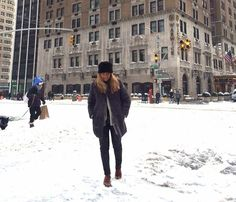 In New York it is very cold people ... so we have to use thermal Ewigem leather pants!!!
