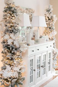 Elegant Christmas Tree Decor Ideas Will Make Your Home Look Luxurious ~ Home Decoration Inspiration Decoration Christmas, Xmas Decorations, Holiday Decor, Christmas Fireplace Decorations, Luxury Christmas Decor, Christmas Arrangements, Holiday Tree, Pink Christmas, Christmas Home
