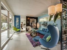 A home has gone on the market in Dallas that is like stepping back into a time capsule. The Mid Century Modern house is located in a 'Disney street. Decor, Mid Century House, Modern House, Home Renovation Loan, Home Decor, Retro Renovation, House Interior, Mid Century Furniture, Mid Century Decor