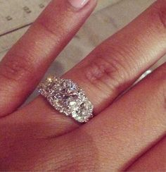 Seriously love love love this diamond engagement ring!