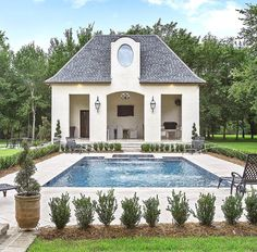 Love the pool house at the end of the pool, rectangular, very symmetric. Love the pool house at the end of the pool, rectangular, very symmetric. Oberirdischer Pool, Pool Cabana, Swimming Pools, Outdoor Areas, Outdoor Rooms, Outdoor Living, Outdoor Retreat, Pool House Piscine, Pool House Designs