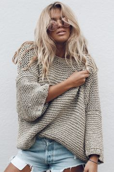 the beauty of sweaters Simple Outfits, Trendy Outfits, Fashion Outfits, Sweater Knitting Patterns, Knitting Designs, Summer Sweaters, Sweaters For Women, Crochet Wool, Asymmetrical Sweater
