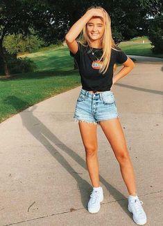 Die besten Jeansshorts, damit Sie perfekt aussehen – Seite 2 von 5 – Fashionista The best jeans shorts to make you look perfect – Page 2 of 5 – Fashionista – order to Hot Summer Outfits, Spring Outfits, Denim Shorts Outfit Summer, Tumblr Summer Outfits, Cute Outfits With Shorts, Outfits With Striped Shirts, Casual Summer Outfits For Teens, Jean Short Outfits, Short Jeans
