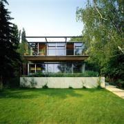 ArchitektInnen / KünstlerInnen: Henke Schreieck Architekten<br>Projekt: Einfamilienhaus<br>Aufnahmedatum: 08/98<br>Format: 4x5'' C-Dia<br>Lieferformat: Dia-Duplikat, Scan 300 dpi<br>Bestell-Nummer: 8181/B<br>