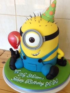 One eye novelty minion cake with a sugarcrafted balloon 6th Birthday Cakes, Minion Birthday, Minion Party, 40th Birthday, Minions, Minion Cakes, Bingo Cake, Minion Baby Shower, Pool Cake