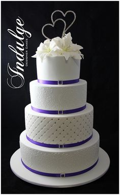ideas wedding cakes with bling dream ring Diamond Wedding Cakes, Bling Wedding Cakes, 4 Tier Wedding Cake, Floral Wedding Cakes, Unique Wedding Cakes, Wedding Cake Designs, Purple Wedding, Wedding Cake Toppers, Dream Wedding