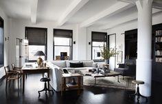 Creative Family New York Loft interior design New York Loft, Inspiration Design, Living Room Inspiration, Turbulence Deco, Beautiful Living Rooms, Minimalist Living, Modern House Design, Luxury Living, Home And Living