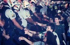 Brezilya'da polis halka müdahale etmeyi reddetti.