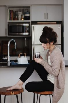 New Darlings - Cozy mornings. Love the outfit. Adrette Outfits, Casual Outfits, Summer Outfits, Simple Fall Outfits, Legging Outfits, Woman Outfits, Warm Outfits, Classy Outfits, Beautiful Outfits