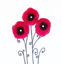 Remembrance Day Red Poppies, Red Flowers, Fabric Flowers, Peace Crafts, Remembrance Day Art, November Crafts, Armistice Day, Anzac Day, Flower Applique