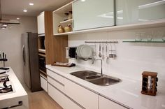 apartamento decorado cozinha planejada branca larissa vinagre