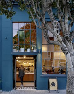 Sightglass coffee Shop on Street in San Francisco by Boor Bridges Architecture Love the exterior color Bar Design, Coffee Shop Design, Store Design, Design Ideas, Exterior Signage, Exterior Design, Interior And Exterior, Cafe Interior, Restaurant Bleu