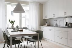 modern-white-kitchen-with-big-dining-table