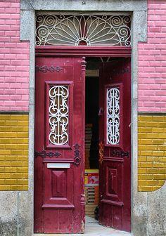 Door in Braga, Portugal/Puerta