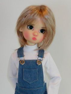 Kaye Wiggs Annabella in overalls made by Sweet Creations.  Available here: https://www.etsy.com/shop/oursweetcreations