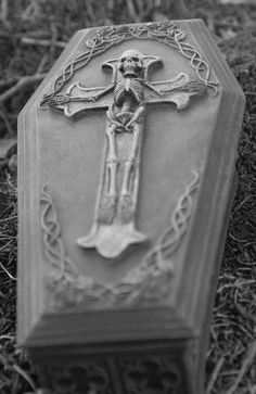 Stone Coffin. http://www.thefuneralsource.org/tfs004.html