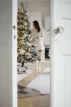 Christmas On A Budget, Christmas Mood, Christmas Colors, Christmas Decorations, Holiday Decor, Christmas Tree Trimming, Christmas Interiors, Christmas Wonderland, Christmas Aesthetic