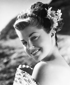 Esther Williams with a lovely updo.