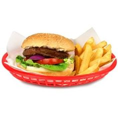 With a classic American diner look, the Classic Oval Food Basket in Red is perfect for serving up fast food, such as fries, burgers and hot dogs. Appetizer Dishes, Food Dishes, Food Food, Yum Food, Breakfast Lunch Dinner, Dessert For Dinner, Classic American Diner, Wings Restaurant, Red Basket