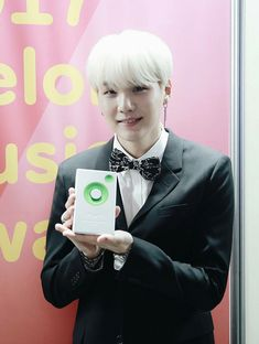 I'm so proud of Yoongi for getting his first award for producing. This is something he's probably wanted for a long time and he finally got it! I'm sure this will be the first of many.