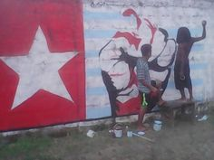 Free West Papua ‏ #FreeWestPapua!! Youths of Green Valley, east Honiara, Solomon Islands painting the #WestPapua Morning Star flag
