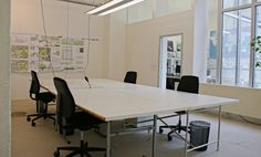 Voll ausgestattete Arbeitsplätze mit Rund-um-Service im Architektenbüro im Agnesviertel #Büro, #Bürogemeinschaft, #Köln, #Office, #Coworking, #Cologne